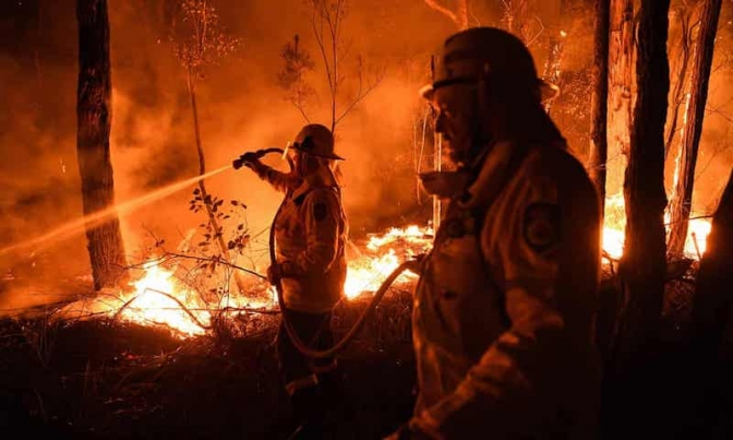 Australia fires: death toll rises and six people missing as PM calls in military